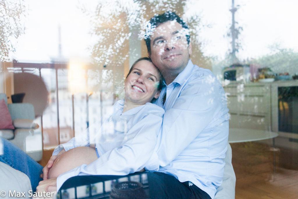 Portrait du couple de futurs parents